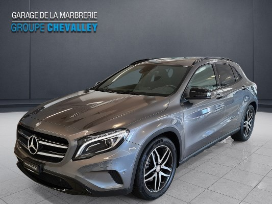 MERCEDES-BENZ GLA 200 Night Star