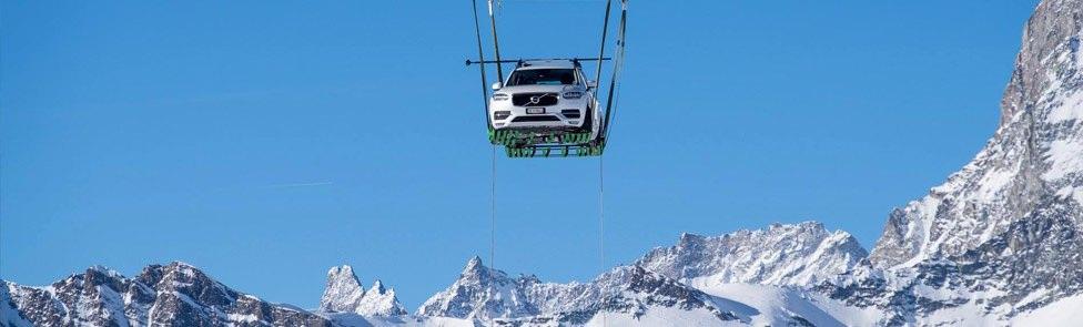 Volvo présente la XC90 dans le plus grand igloo du monde à Zermatt