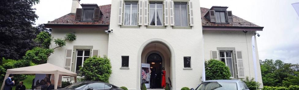 Bentley Genève célèbre les 90 ans de sa Majesté, la Reine Elizabeth II